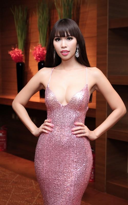 Sau kết hôn, siêu mẫu Hà Anh vẫn sexy không ngừng nghỉ-1