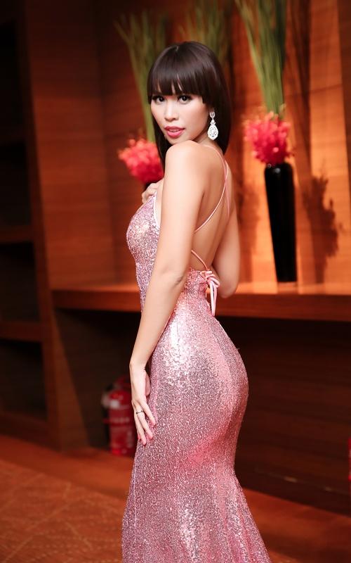 Sau kết hôn, siêu mẫu Hà Anh vẫn sexy không ngừng nghỉ-4
