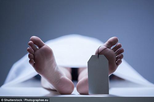 'Xác chết' bất ngờ tỉnh dậy trong nhà xác và làm điều không ai ngờ tới-1