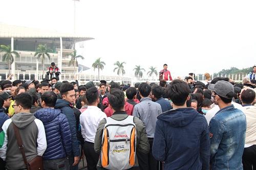"""Sân vận động Mỹ Đình """"vỡ trận"""" vì hàng vạn người đổ về mua vé xem đội tuyển Việt Nam-3"""