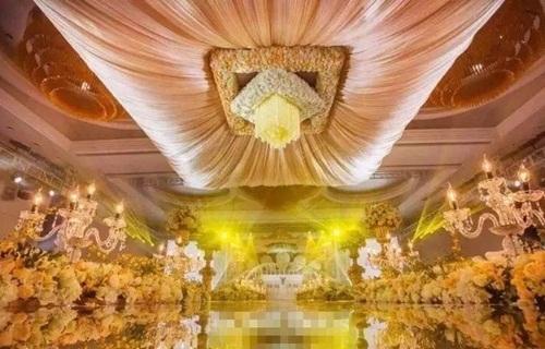 Đám cưới 'siêu khủng': Khách được tặng phong bì tiền, iphone dát vàng-4