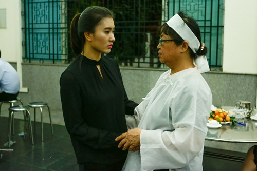 Thành Lộc, Ái Phương, Ánh Tuyết lặng đi trước linh cữu ca sĩ Quang Lý-8