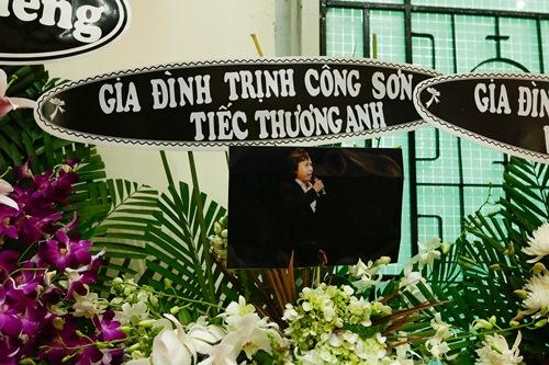 Thành Lộc, Ái Phương, Ánh Tuyết lặng đi trước linh cữu ca sĩ Quang Lý-12