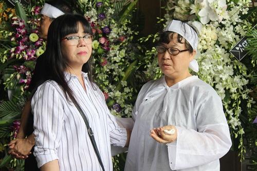 Thành Lộc, Ái Phương, Ánh Tuyết lặng đi trước linh cữu ca sĩ Quang Lý-4
