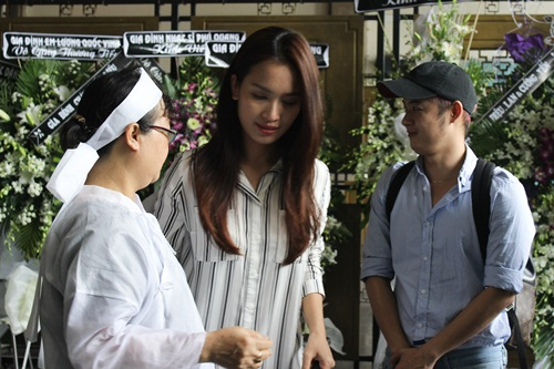 Thành Lộc, Ái Phương, Ánh Tuyết lặng đi trước linh cữu ca sĩ Quang Lý-7