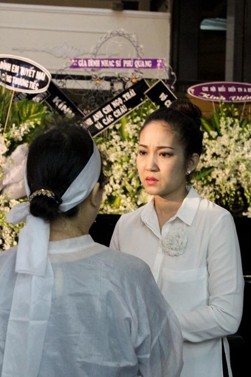 Thành Lộc, Ái Phương, Ánh Tuyết lặng đi trước linh cữu ca sĩ Quang Lý-11