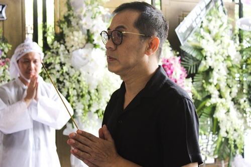 Thành Lộc, Ái Phương, Ánh Tuyết lặng đi trước linh cữu ca sĩ Quang Lý-1
