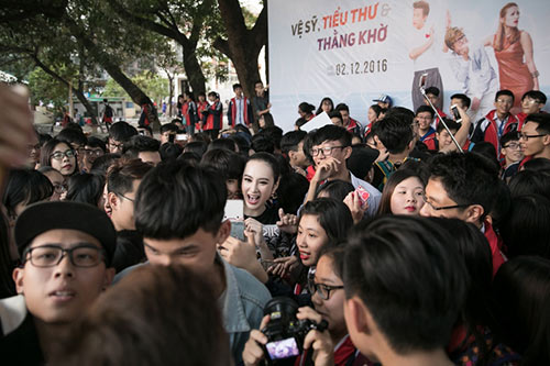 angela phuong trinh sanh dieu, duoc fan bua vay khi quang ba phim o ha long - 11