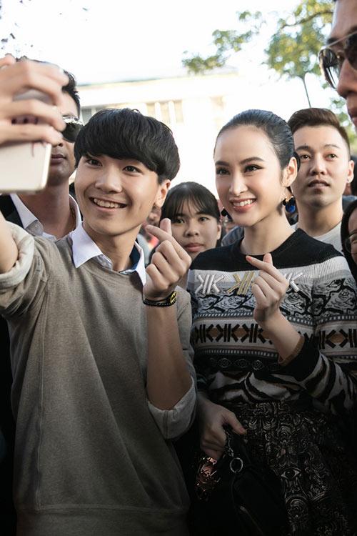 angela phuong trinh sanh dieu, duoc fan bua vay khi quang ba phim o ha long - 4