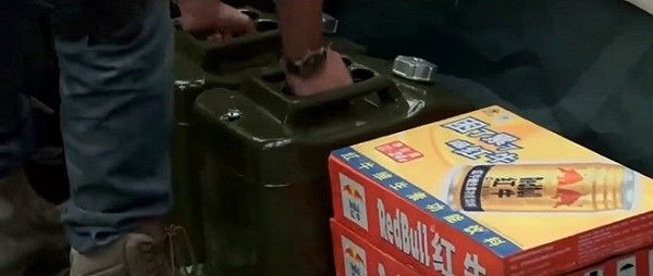 """1001 tinh huong quang cao trang tron tren phim khien khan gia """"khoc thet"""" - 12"""