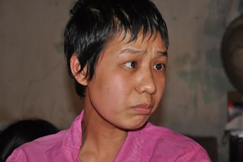 neu ban met moi voi con cai, nhin nguoi me nay de thay khao khat duoc cham con lon nhuong nao - 6