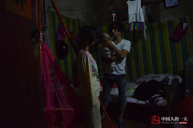neu ban met moi voi con cai, nhin nguoi me nay de thay khao khat duoc cham con lon nhuong nao - 5