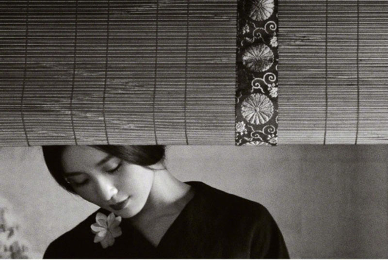 Lưu Thi Thi trở thành người đẹp trên trang bìa của Harper's Bazaar.