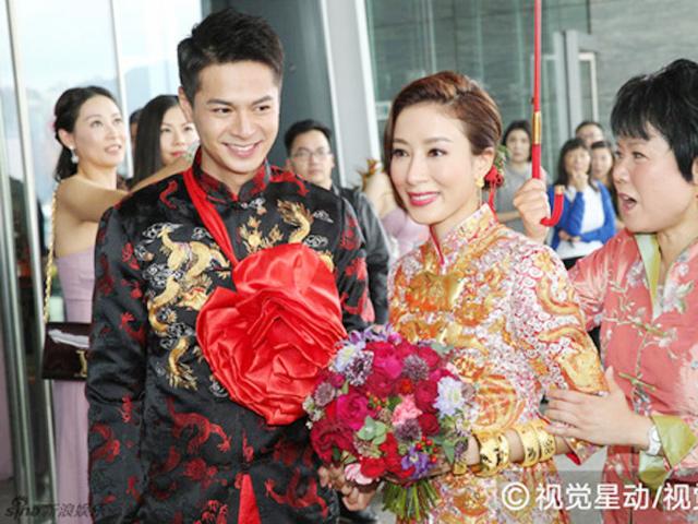 Ngày này năm xưa: Chị cả TVB Dương Di đeo vàng nặng trĩu tay trong đám cưới lần 2
