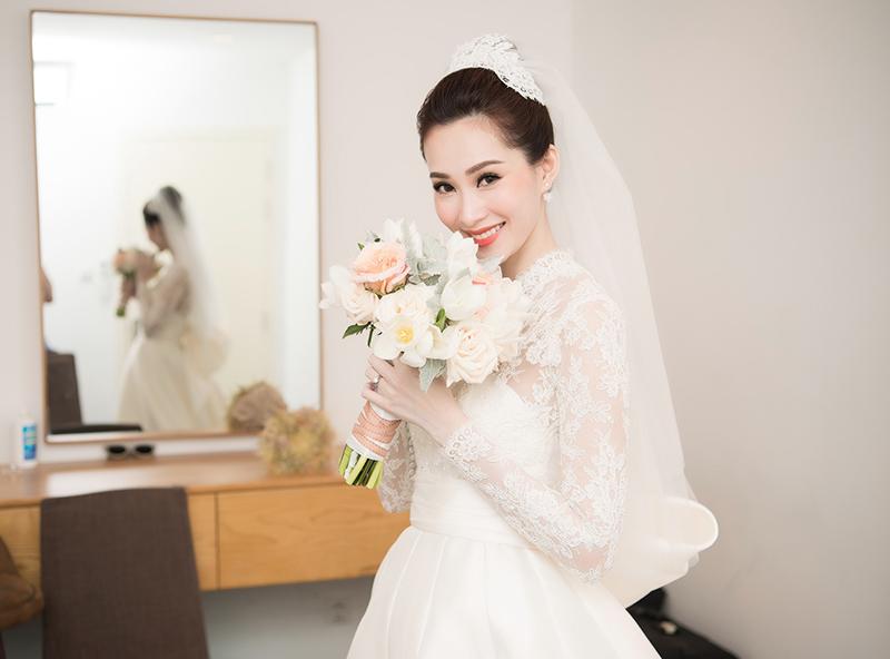 Hoa hậu Thu Thảo trước khi chính thức bước vào lễ đường.