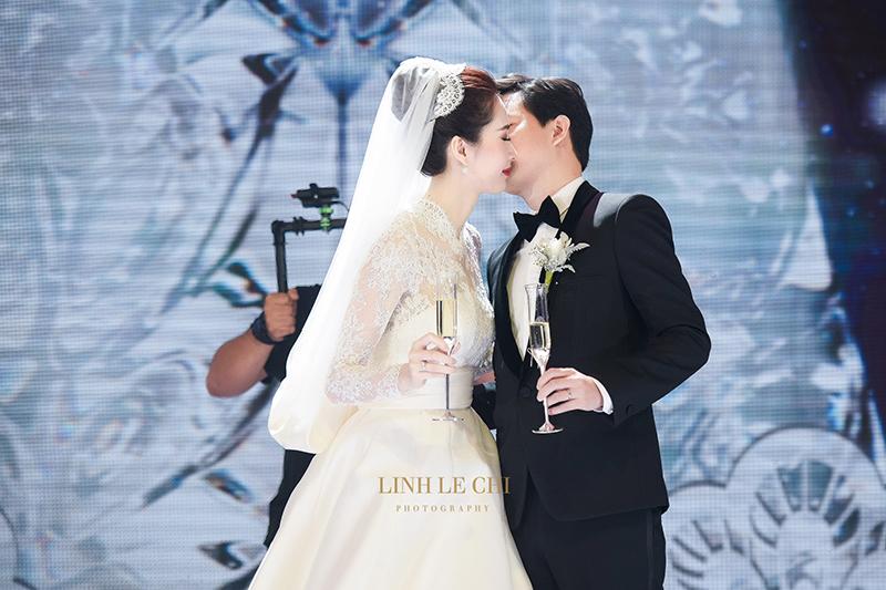 Nụ hôn ngọt ngào minh chứng 'Thu Thảo giờ là của Trung Tín'.