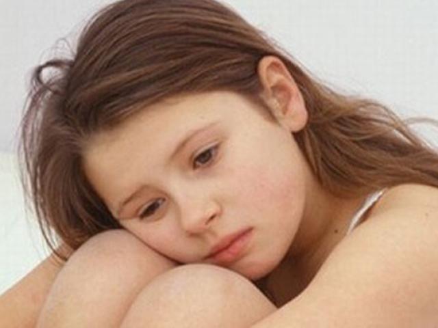 Con gái bối rối vì đau ngực, mọc lông ở vùng kín: Cha mẹ nên làm gì?
