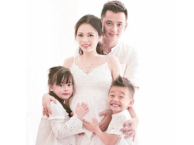 Ảnh bầu lần 3 chuẩn gia đình kiểu mẫu của Hằng túi: Vợ xinh, con lung linh, chồng phong độ