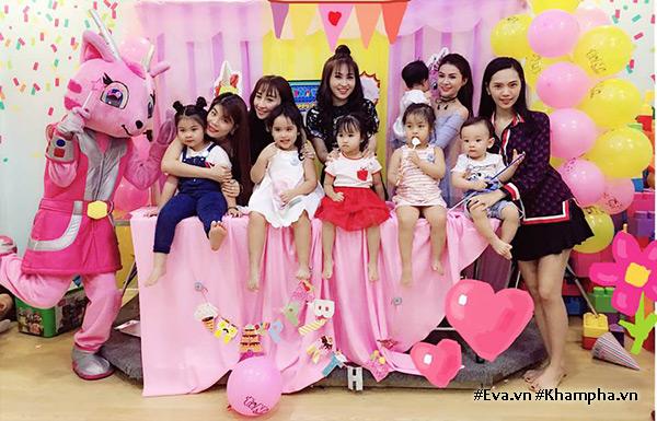 """Sài Gòn có 8 nàng hot mom """"nghiêng nước nghiêng thành"""" lại khéo chăm con - 3"""