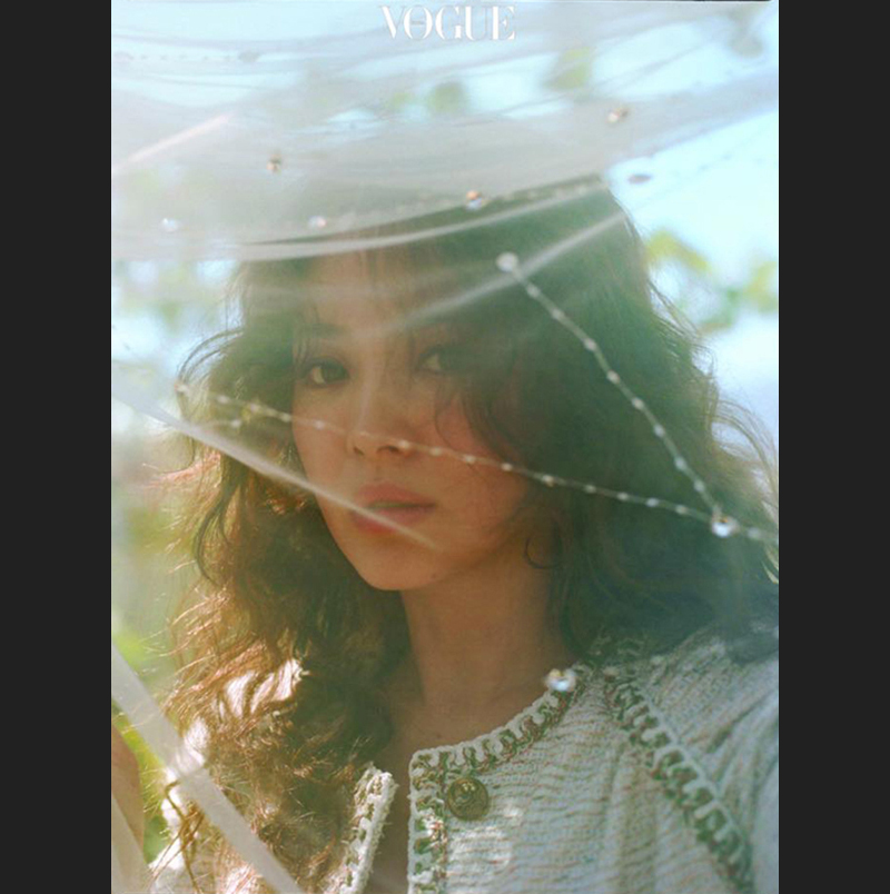 Song Hye Kyo xuất hiện xinh đẹp trên tạp chí VOGUE số mới nhất.