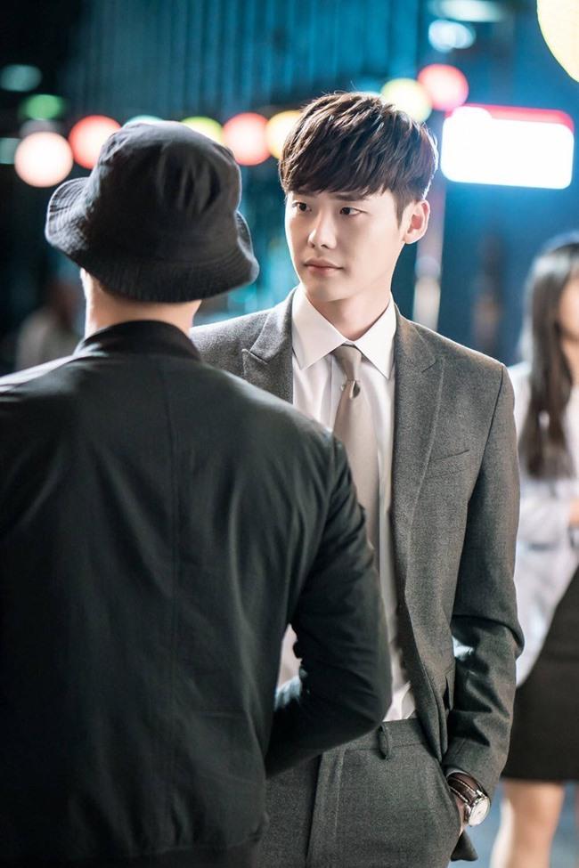 Khi Nàng say giấc tập 18: Lee Jong Suk bị bắn trọng thương