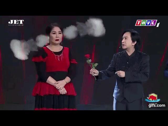 Kim Tử Long đắc tội chọc giận Hồng Vân khi đá đểu tuổi tác của cô