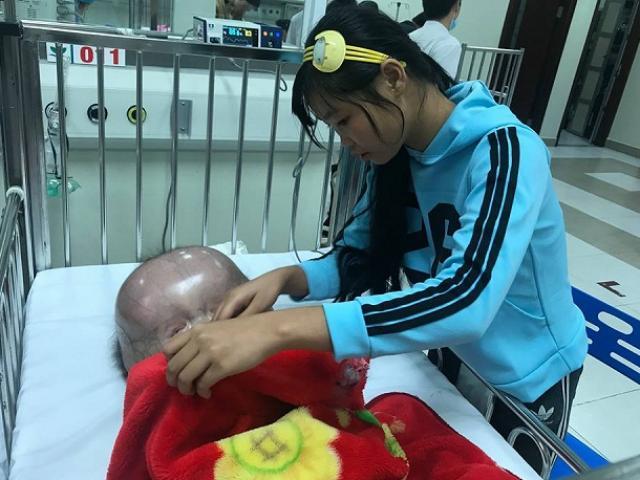 Từ chối đưa con mắc não úng thủy ra nước ngoài chữa miễn phí, mẹ bị tố mất nhân tính