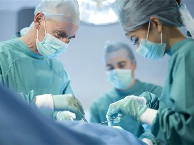 Người phụ nữ nguy kịch sau phẫu thuật gọt cằm: Chuyển bệnh nhân qua Singapore điều trị