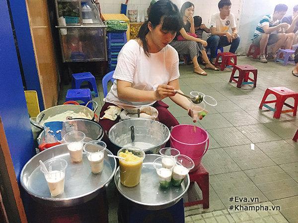 Hàng tàu hũ cốt dừa mát ngậy, chỉ 9 nghìn/ly siêu đông khách ở Sài Gòn