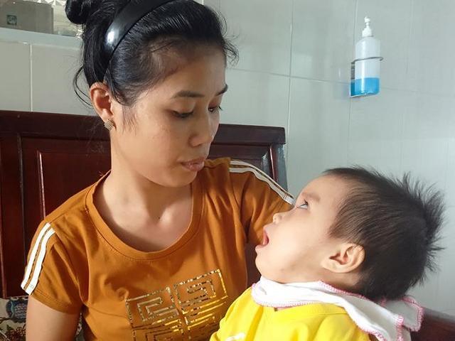 Bé gái 13 tháng tuổi bị teo não, nhiễm trùng máu vì bị côn trùng đốt vào tai