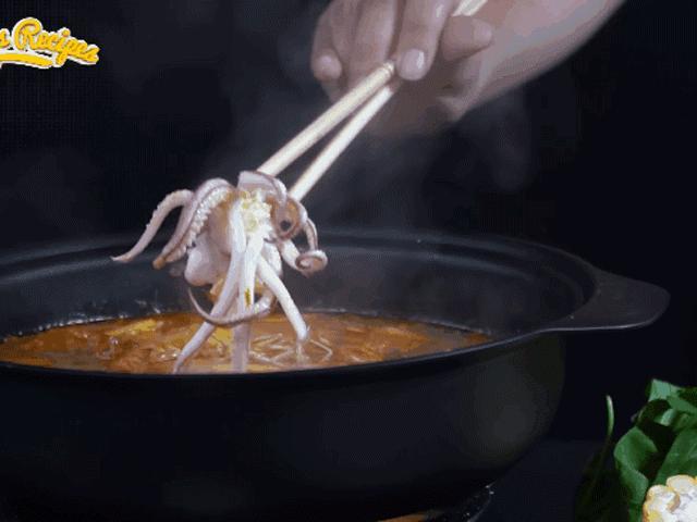 Cách nấu lẩu Thái chua cay chuẩn vị, nóng bỏng lưỡi cho ngày lạnh