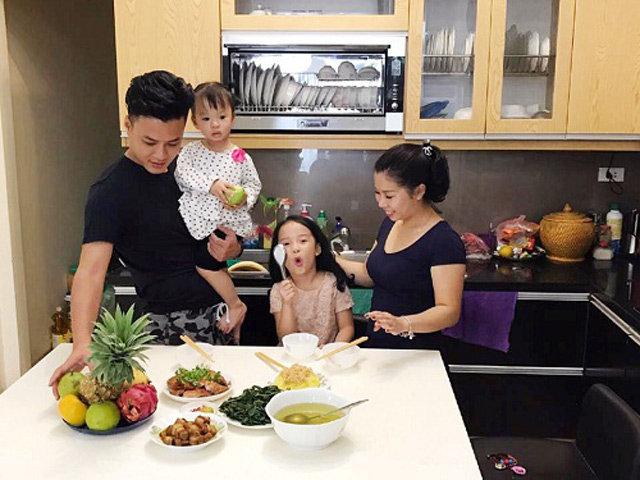 Những căn bếp người sang giàu - kẻ đơn sơ trái ngược của sao Việt