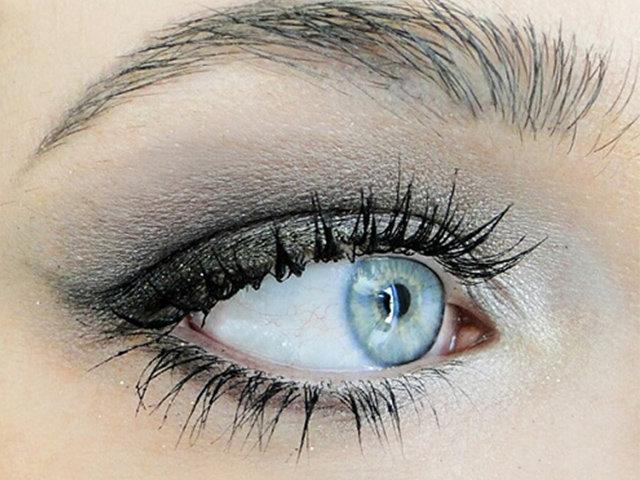 Mẹo vặt 3 phút với mascara giúp bạn có làn mi cong dài ngay tức thì như dùng mi giả!