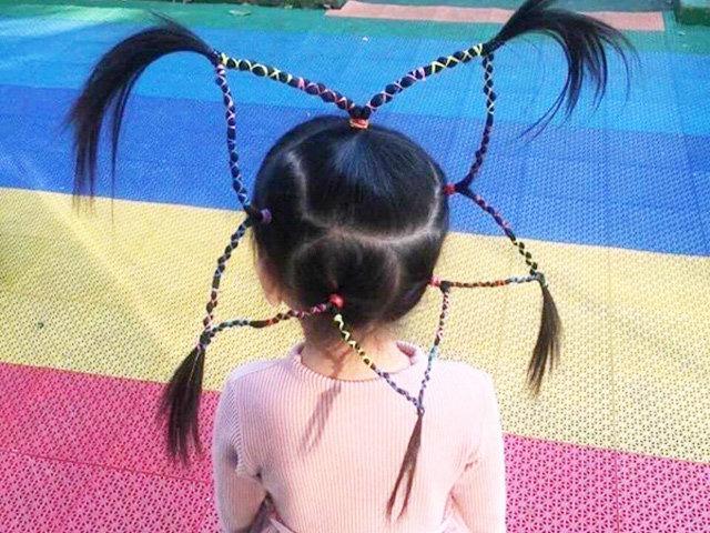Bé gái nổi bật nhất MXH nhờ kiểu tóc tết hình ngôi sao khổng lồ trên đầu
