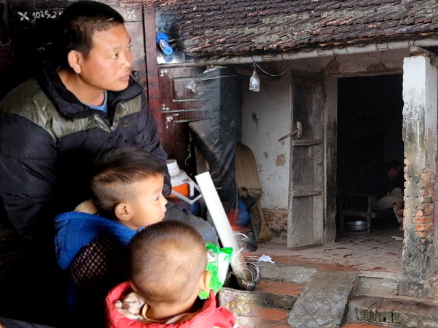 Vợ mất khi đang mang thai, ông bố Hưng Yên gà trống gồng mình nuôi 8 con thơ