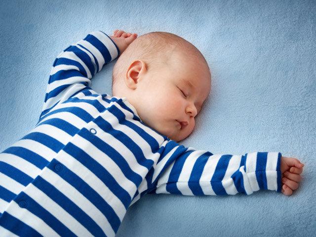 Trẻ 2 tháng tuổi ngủ bao nhiêu là đủ giấc?