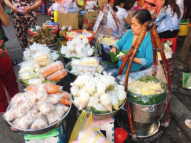 Ngắm đã mắt, ăn đã miệng ở gánh xôi 30 năm tuổi đẹp nhất Sài Gòn