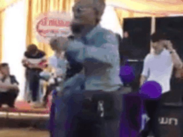 Cụ ông 70 tuổi Nghệ An quẩy điệu nghệ trong đám cưới
