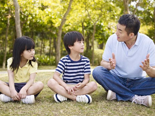 Cách giúp trẻ nghe lời mà không cần dùng hình phạt của siêu bảo mẫu người Mỹ