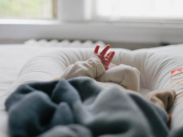 Cho con 17 tháng ngủ riêng phòng, mẹ đau đớn phát hiện bé tử vong