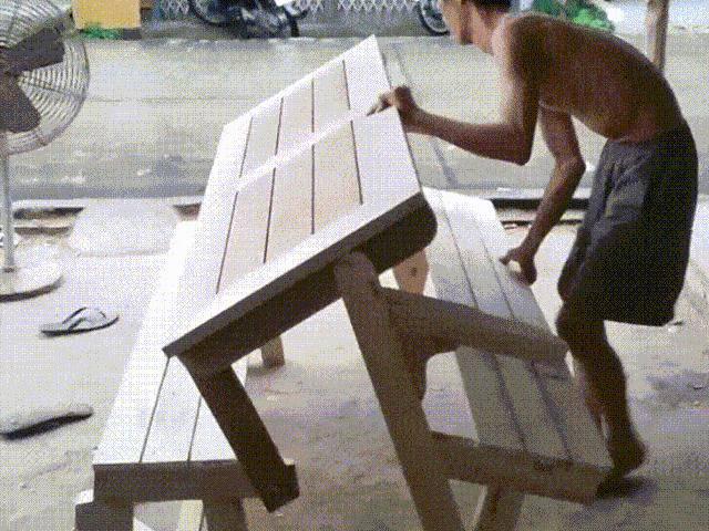 Chiếc bàn gỗ biến hình thông minh của nông dân Tiền Giang khiến dân mạng thích thú
