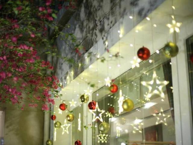 Cận cảnh phố nhà giàu trang hoàng lộng lẫy đón Giáng sinh