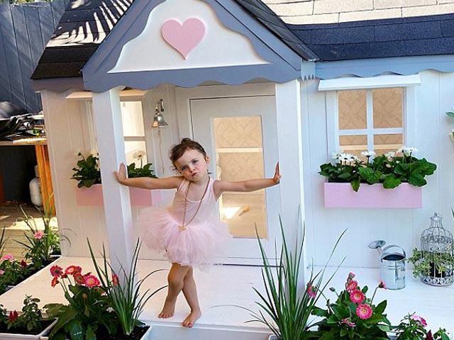 Ngỡ ngàng lâu đài mini hơn trăm triệu sang chảnh của cô bé chưa tròn…3 tuổi