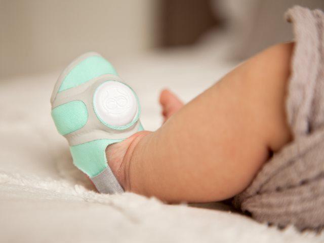Vào mùa đông có nên đi tất chân cho trẻ khi ngủ?