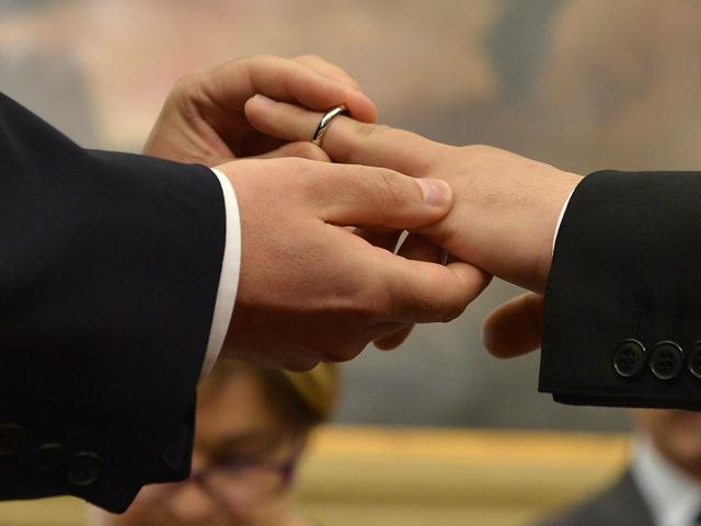 Không phải đồng tính nhưng hai cụ ông 80 tuổi vẫn nguyện kết hôn với nhau vì điều không ngờ