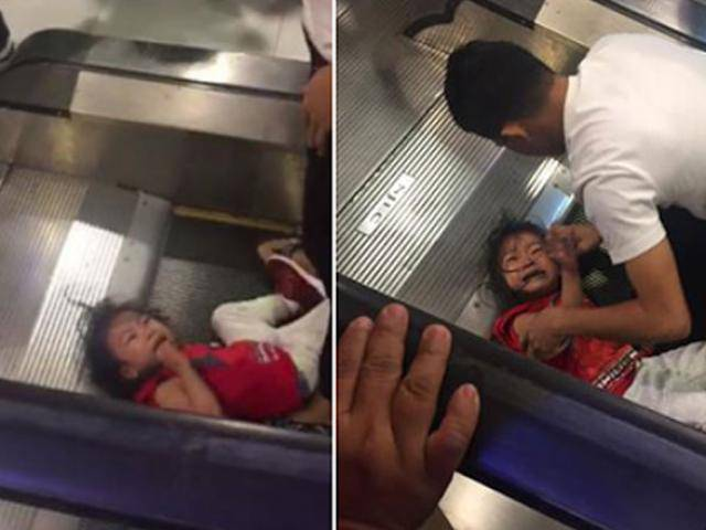 Bé gái bị kẹt tóc ở thang cuốn gào khóc thảm thiết khiến ai xem cũng rùng mình