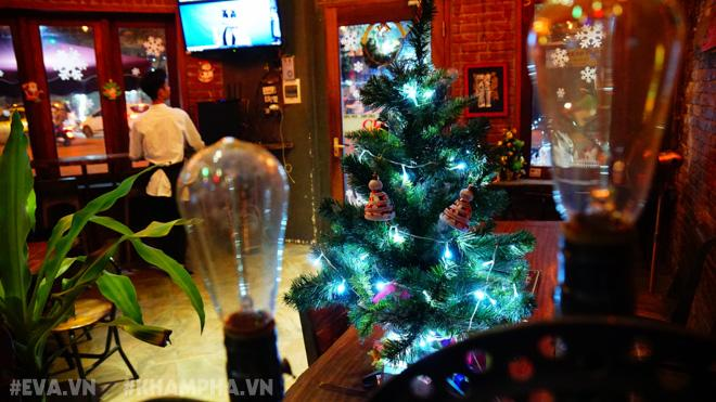Những quán cafe ngon tha hồ check in, sống ảo ở Hà Nội mùa Noel này