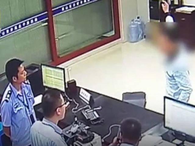 Dựng chuyện bị cướp để trốn nộp lương cho vợ