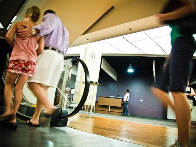 Tổng hợp những tai nạn khi đi thang cuốn của trẻ khiến các ông bố bà mẹ phải rùng mình