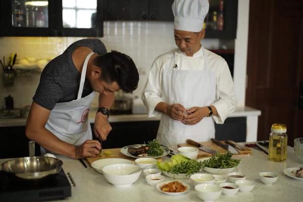 Dàn soái ca tham gia thử thách của chương trình Vào bếp khó gì